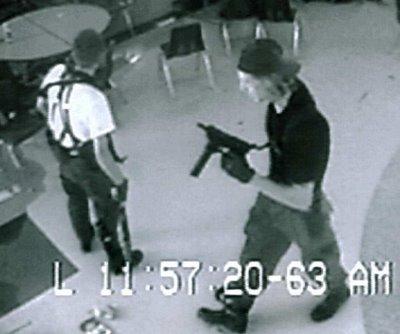 Columbine Lisesi'nin güvenlik kamerası