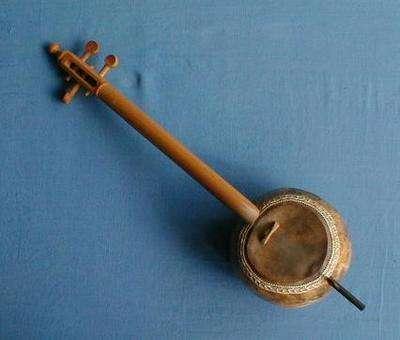 eski bir rebab
