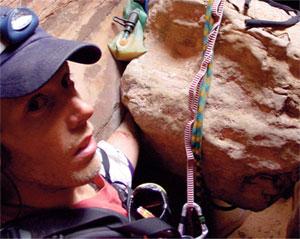 Aron Ralston gezdiği bölgeyi fotoğraflamak için yanına video kamerasını da almıştı.