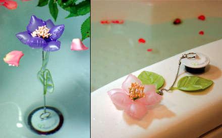 çiçek suyun sıcaklığına göre renk değiştiriyor