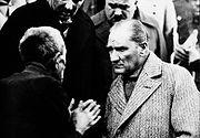 M. Kemal ATATÜRK - Halkı dinlerken
